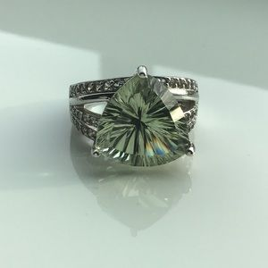💚Gorgeous Light Green Tsavorite In Solid Silver💚